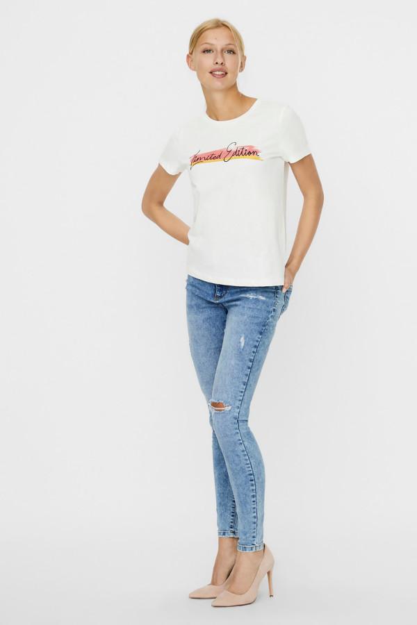 T-shirt en coton avec impression et paillettes devant CAMILLA Vero Moda
